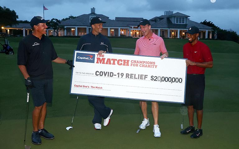 Tiger Woods vence a Phil Mickelson en un match por la caridad
